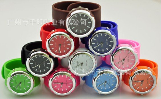 2012 Adults New Fashion Watches Wristwatches Low Price Quartz Watches Candy Colors Silicone Watches