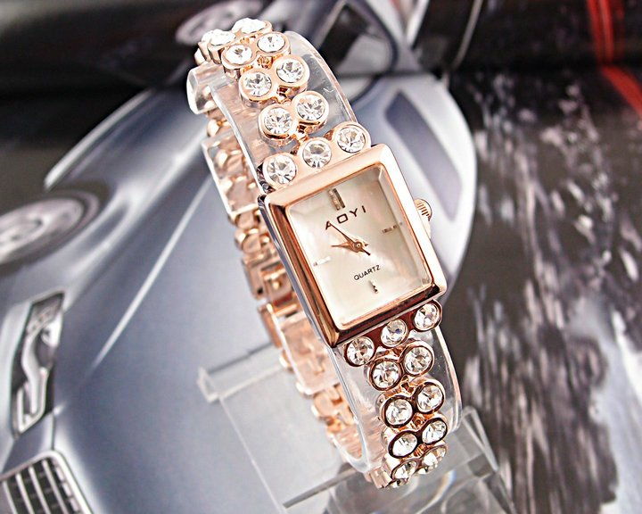 Luxury Top Quality Golden Stainless Steel women s Analog watch QY0004